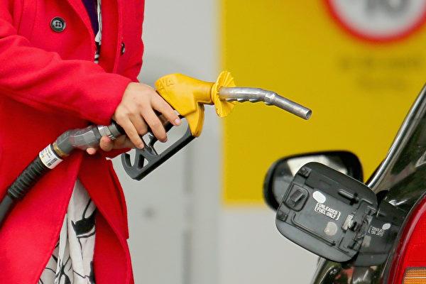 給車子加油過滿 費錢又損車?