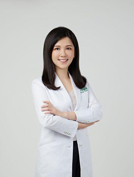 皮膚科醫師黃毓雅表示,近期門診有民眾因疫情壓力而產生頭皮困擾及落髮症狀。