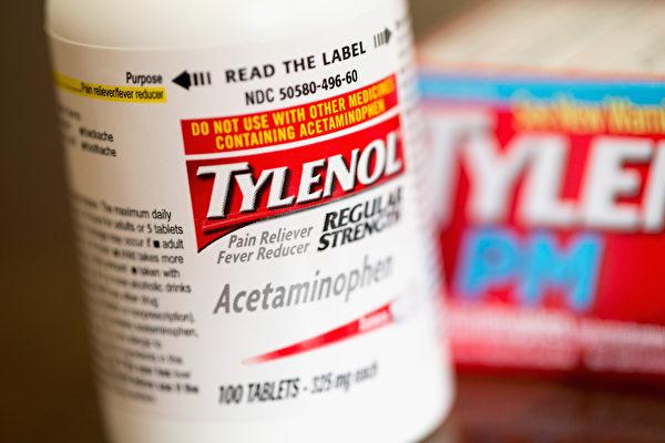 服用泰诺止痛药期间,要避免饮酒,以免加重肝脏负担。(Scott Olson/Getty Images)