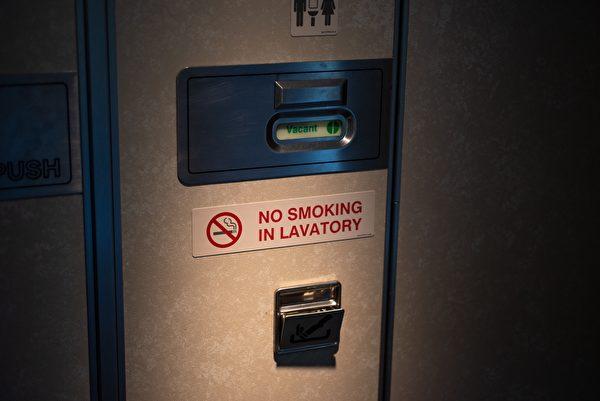 飞机上的厕所
