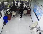 【一线采访】举报看守所违规 前警察被抓
