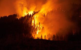 迪克西山火往北扩散 延烧近100万英亩