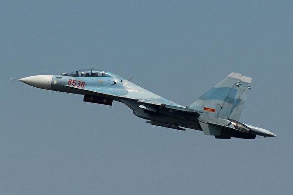 2015年10月21日,越南空军展示从俄罗斯进口的Su-30战机。(STR/AFP via Getty Images)