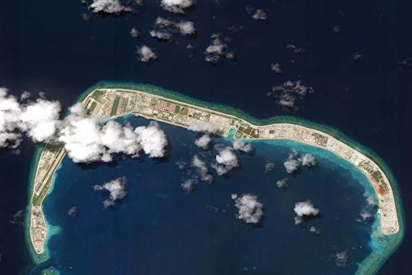 美國驅逐艦駛過南海美濟礁 藐視中共「新規」