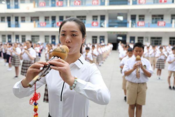 中国小学男教师比例过低