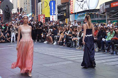 2021年紐約時代廣場時裝週現場。