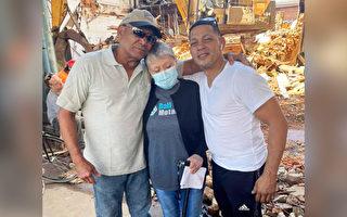 男子目睹建筑物倒塌 不顾安危爬入废墟救老人