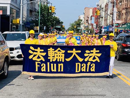 由法轮功学员组成的腰鼓队受邀参加拉美游行。