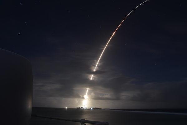 防洲际导弹袭击 美军成功测试升级版拦截器