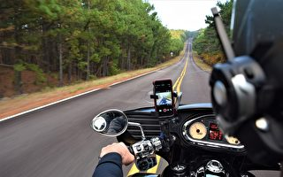 把iPhone架在摩托車上 恐損及這項功能