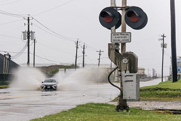飓风尼古拉斯登陆德州 沿海地区暴雨恐酿灾