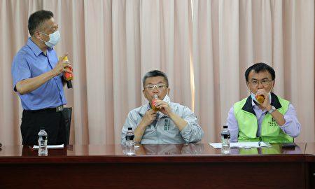立法院副院長蔡其昌、行政院農委會主任委員陳吉仲9月14日共同訪視豐原區農會,陳吉仲現場允諾全力支持冷鏈計畫。