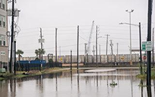 组图:飓风尼古拉斯侵德州 逾11万户仍断电