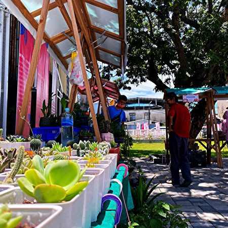 中秋連假,屏東可可園區以「中秋童趣人團圓」為主題,規劃充滿童趣的露天市集系列活動。