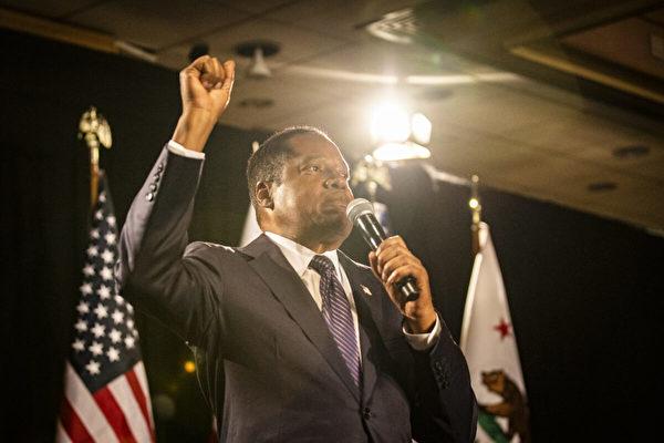 州長候選人埃爾德的支持者反思罷免選舉