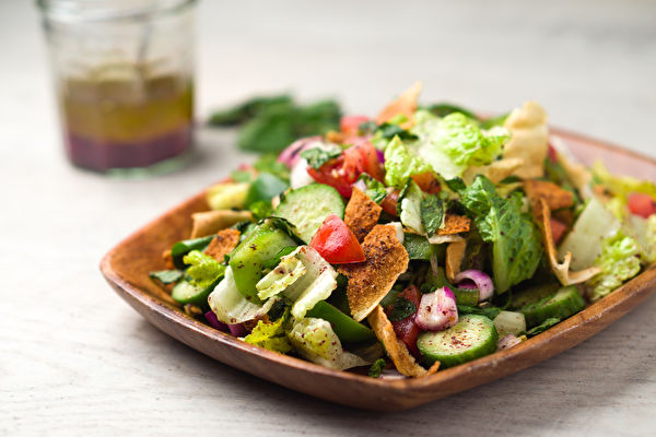 Vegetarian,Fattoush,Salad,Lunch.,The,Key,Ingredient,In,This,Middle,小黃瓜