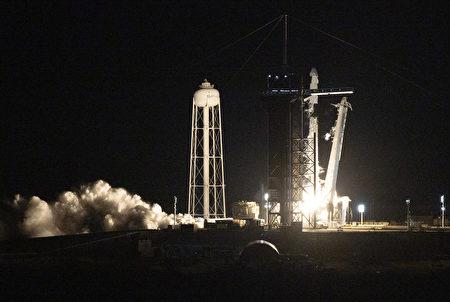 組圖:全平民太空旅行 SpaceX火箭升空