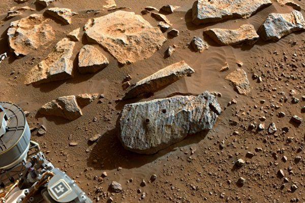 毅力号采集岩石样品 显示火星曾长期存在水
