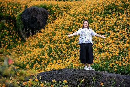 花莲县长徐榛蔚带路介绍美景美食。