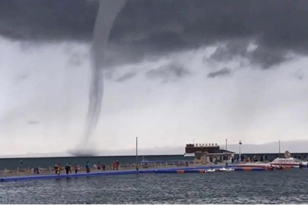 青海湖出現龍吸水奇觀 網民:太震撼了