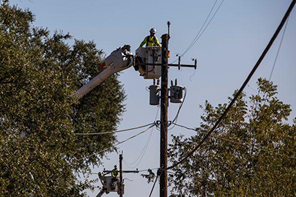 长期干旱后的小雨 引发湾区数万户断电
