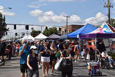 第24屆新海德公園鄉村街市(New Hyde Park Village Street Fair)一角。