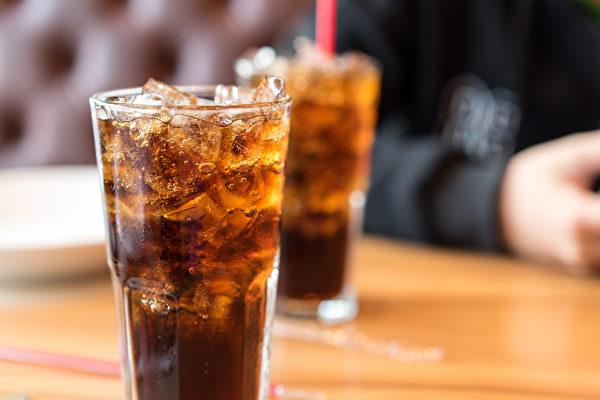 若要遠離糖尿病,除了汽水,哈佛點名有3種高糖飲料也要留意。(Shutterstock)