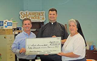 疫情下的曙光 美國夫婦捐贈20萬美元給學校