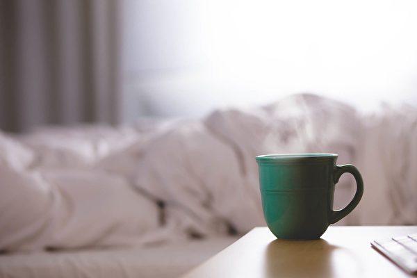 早上起床第一件事是喝咖啡? 醫生:你錯了