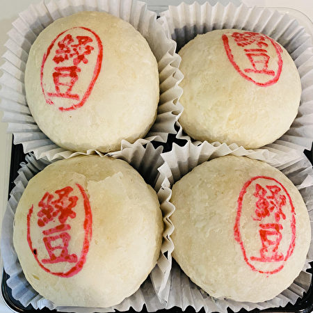 法拉盛阿波罗西点面包店(Apollo Bakery)销量最高的绿豆酥手工月饼。