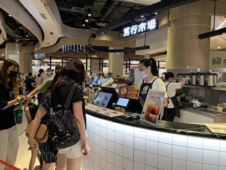 餐厅因为座位的管制餐厅都回复九成以上、小吃街回复近八成。