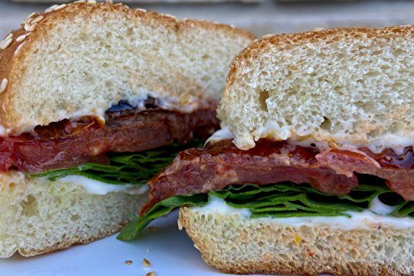 一简单步骤就让西红柿三明治美味瞬间升级