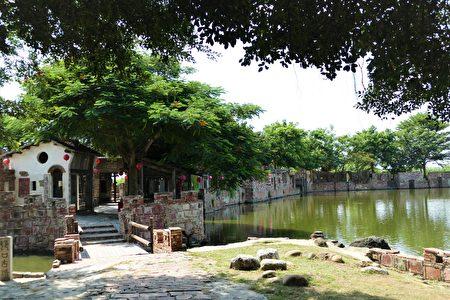 湖畔的绿树群也是匡乙的创作,是从别处载运来,精心挑选的树种,展现湖畔种植美学。