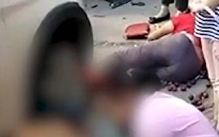 四川广安岳池小车撞向赶集人群 致多人死伤