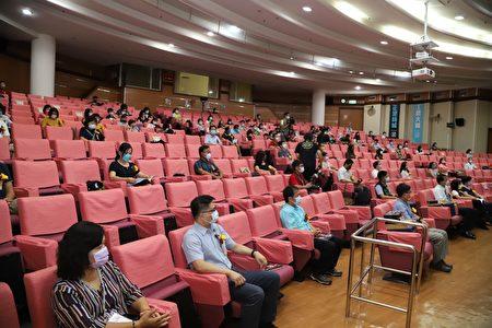 嘉义县政府22日举行110年度教师节庆祝大会,共有133位老师获得颁奖表扬殊荣。