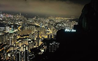 香港中秋夜飛鵝山現FAITH字樣燈牌