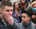 組圖:俄校園槍擊案致8死 民眾悼念遇難者