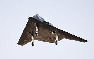 美F-117隱形戰機退而不休 助F-15空戰訓練