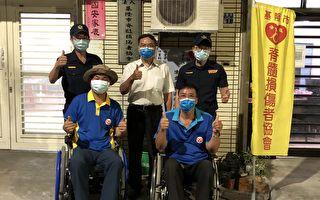 保障身障者安全  基警發送LED燈及反光貼紙