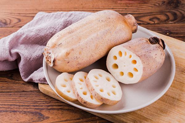 秋季气候干燥,可吃莲藕、水梨帮润秋燥。(Shutterstock)