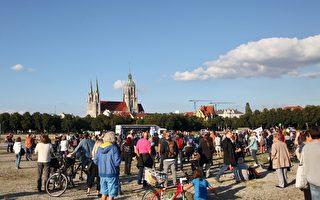 不满停办啤酒节 慕尼黑人抗议过严防疫措施