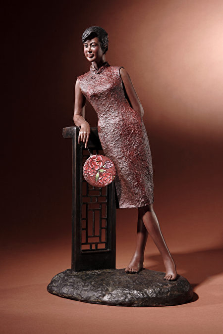 旗袍仕女系列《春回大地》。