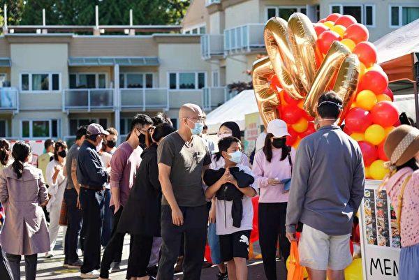 圖:展現台灣廟會文化的天金堂廟會,9月25日至26日濃重推出,吸引了溫哥華各界民眾與政要前來觀賞娛樂。(天金廟會主辦方提供)