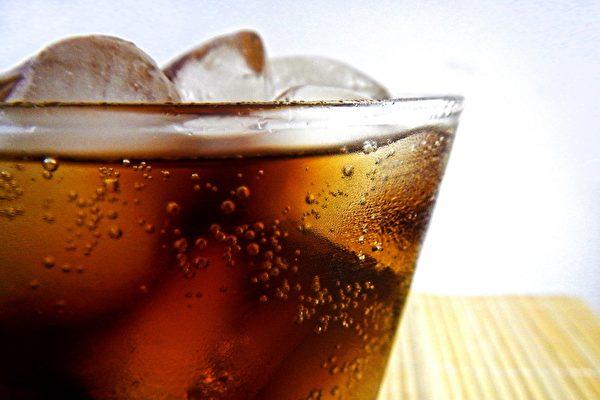 10分钟猛灌1.5公升可口可乐 北京男子身亡