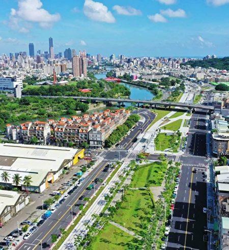 铁路绿园道总长15.37公里,自左营莲池潭旁,一路到凤山大智陆桥,蜕变为新生绿廊,已成为民众休闲游憩的优质空间。