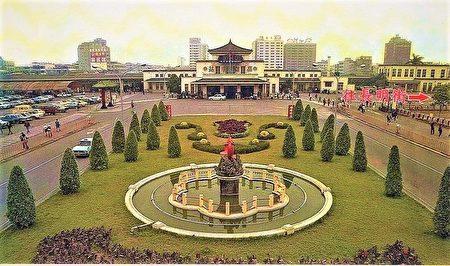"""帝冠式高雄老车站8月回娘家,昔日站前广场的""""红鲤鱼""""也将一起迁回家。"""