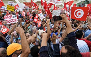 组图:突尼斯总统扩张个人权力 民众聚首都抗议