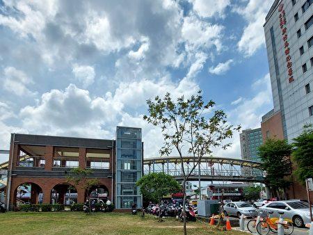 現連接馬偕醫院的天橋缺乏無障礙設施,未來將拆除原有天橋,同時在地下停車場設置連通道直通馬偕醫院。