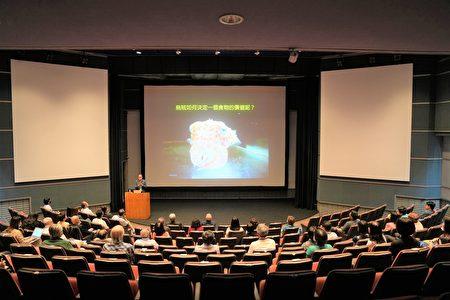 國立自然科學博物館新任館長焦傳金博士,於9月28日與民眾的見面會上,做了一場精采的「烏賊變裝術」演講