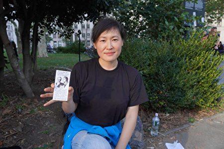 手撕地鐵海報變網紅 亞裔女現身醫學自由集會